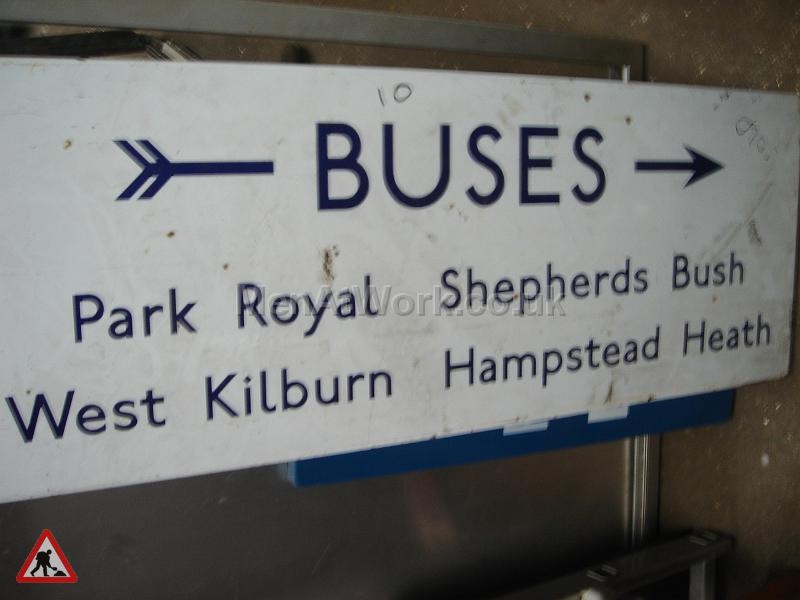 Buses sign- underground - BUSES SIGN