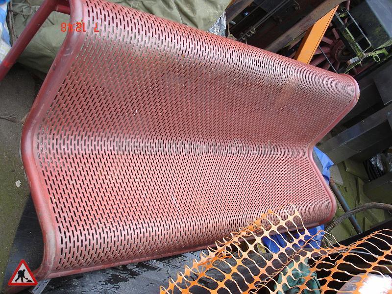 Metal Mesh Bench - Red