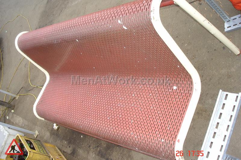 Metal Mesh Bench - Faded red