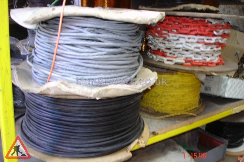 Assorted Cables and Drums - Cable drums various colours (5)