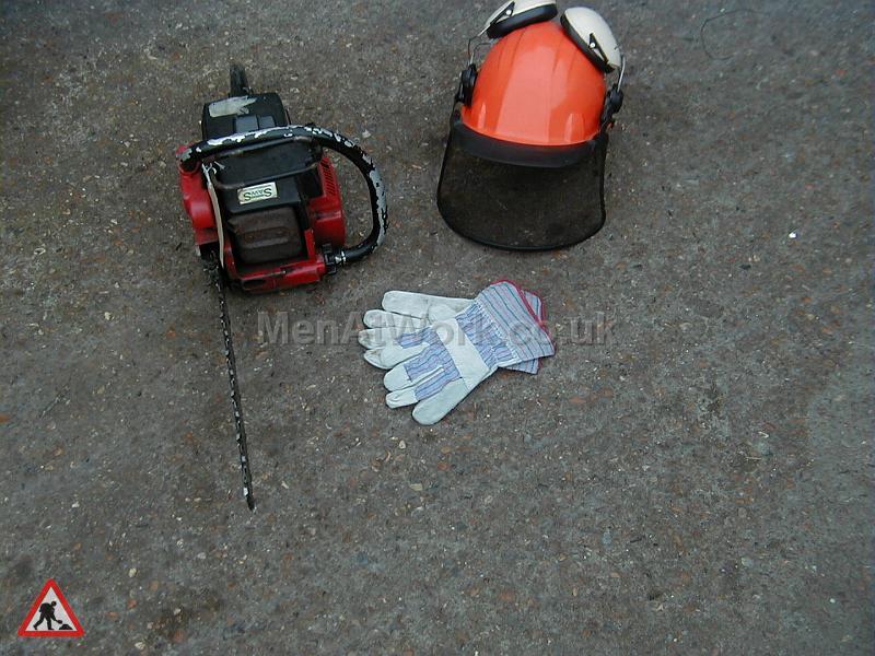 Chainsaw,visor and Gloves - Chainsaw, visor and rigga gloves