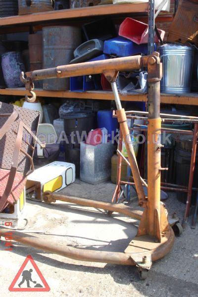 Engine Hoist - Engine Hoist