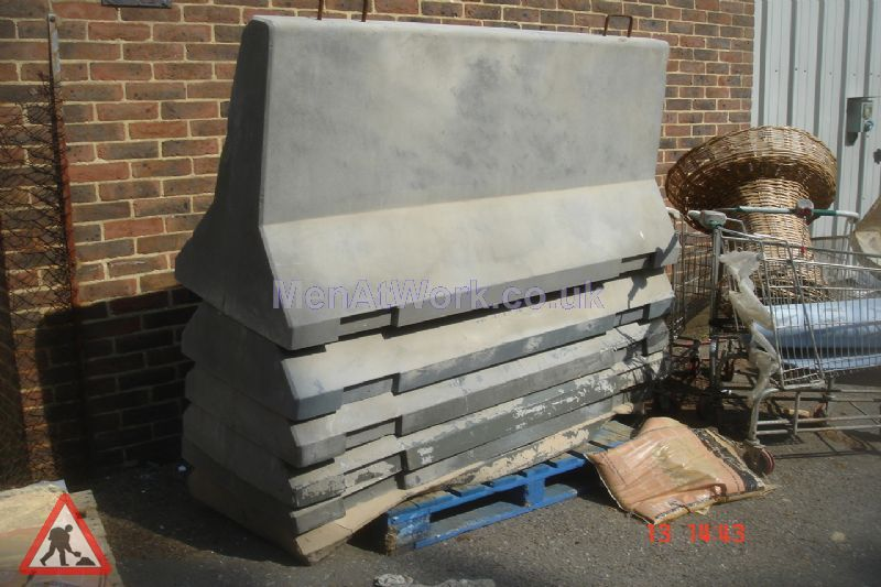 Fake Concrete Barriers ( Fibreglass ) - Fake Concrete Fiberglass Barriers