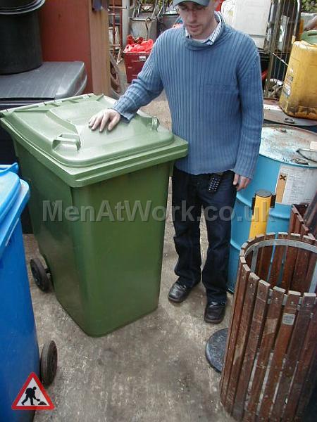 Domestic Wheelie Bin – Green - Green wheely bin