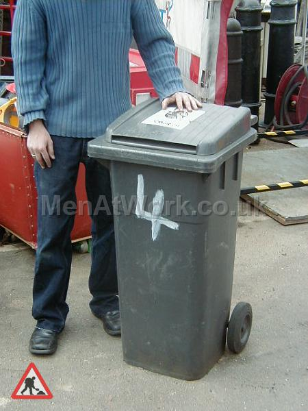 Domestic wheelie bin – black - Grey wheely bin