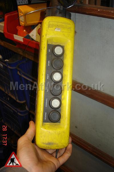 Hoist Buttons – Yellow - Hoist Buttons (2)