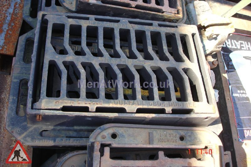 Man hole cover - Iron grate drain 3 – top view