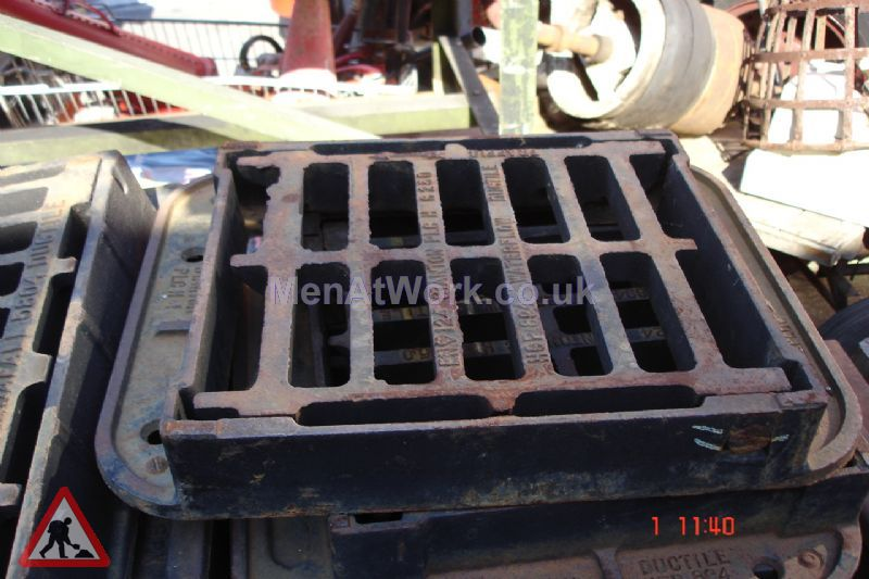 Man hole cover - Iron grated drain 2 – side view
