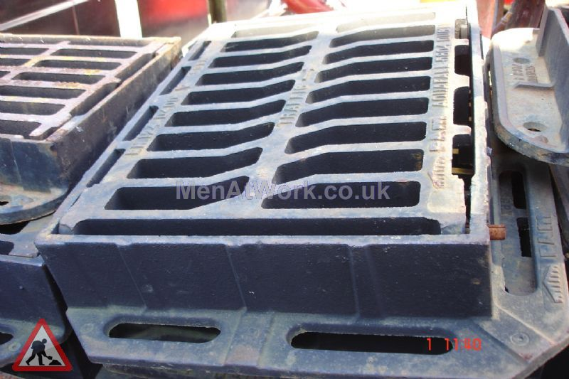Man hole cover - Iron grated drain 3 – side view