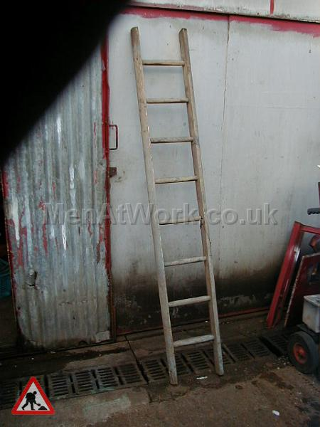 Wooden Ladders – Various Sizes - Ladder 1a – 7′ 5