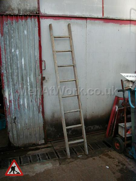 Wooden Ladders – Various Sizes - Ladder 1b – 7′ 5