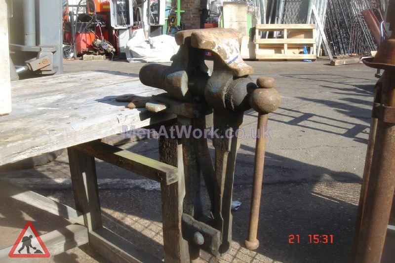 Blacksmith Accessories - Leg Vice