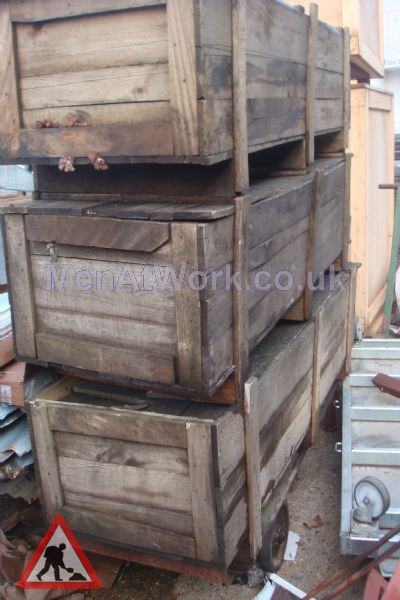 Long rectangular crates - Long rectangular crate 2-end view