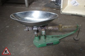 Weighing scales - Old market scales