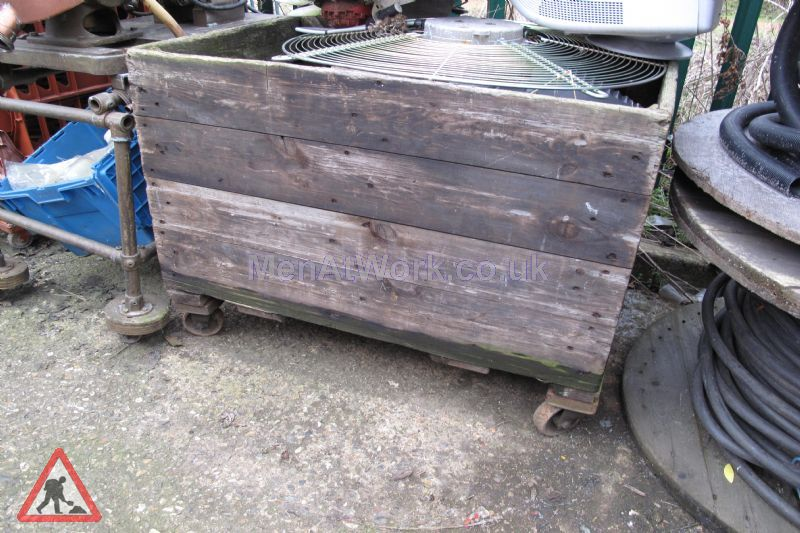 Old wooden Crates - Old wooden crate- wheels2