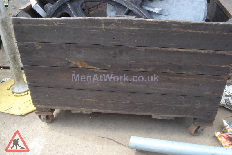 Old wooden Crates - Old wooden crate- wheels3