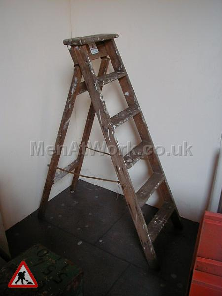 Men At Work Wooden Step Ladders Various Sizes