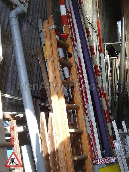 Timber Extending Ladder - Timber Extending Ladder
