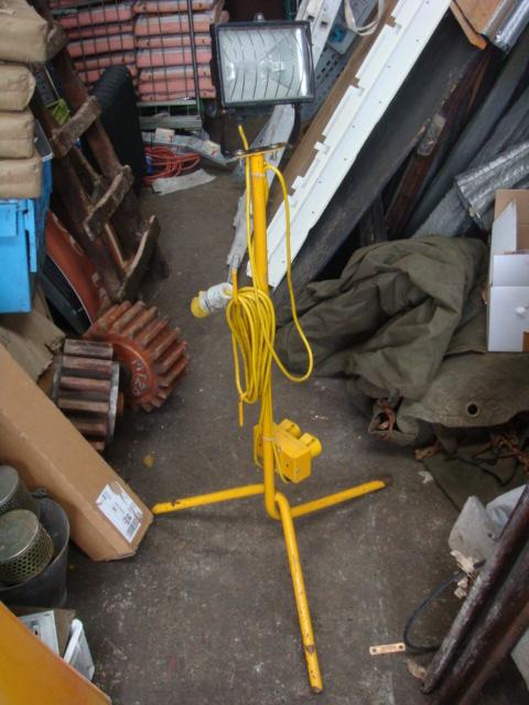 Tripod Flood Lights - Tripod Flood Lights Yellow Stand (3)