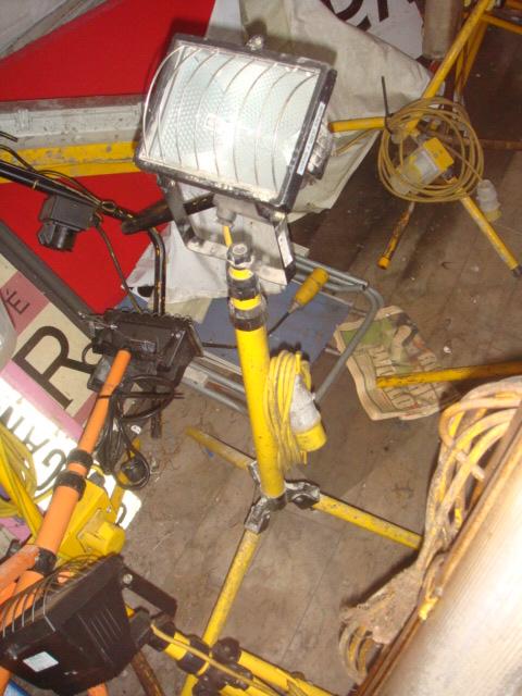 Tripod Flood Lights - Tripod Flood Lights Yellow Stand (5)