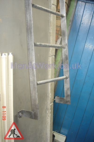 Wall Mounted Building Ladder - Wall Mounted Ladder – Bottom