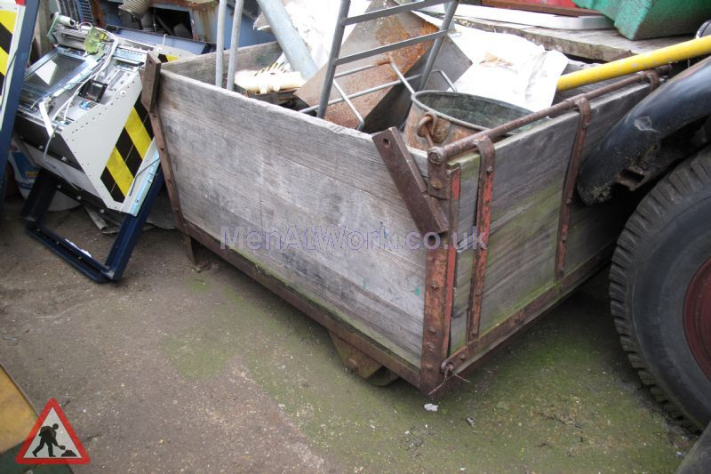 Wooden crate- iron - Wooden crate- iron frame