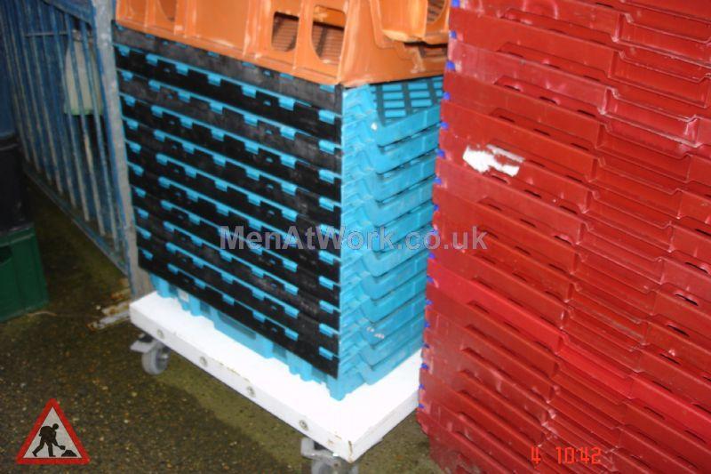 Plastic creates various - bread baskets and plastic crates (12)