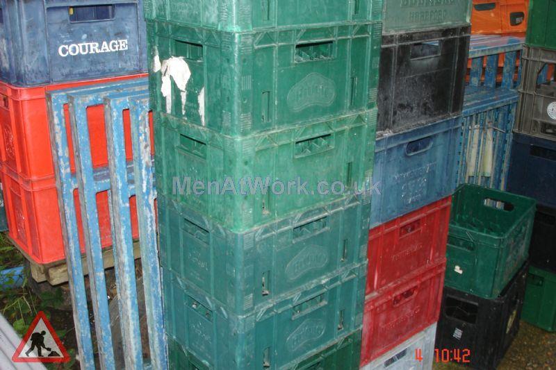 Plastic creates various - bread baskets and plastic crates (14)