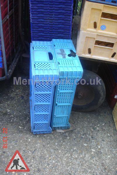 Plastic creates various - bread baskets and plastic crates (2)