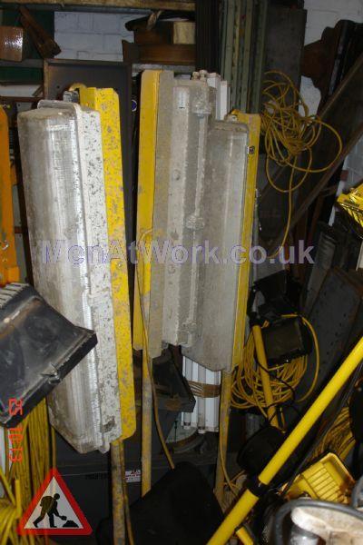 Fluorescent Tube Light Stands - fluorescent tube light on stands (3)