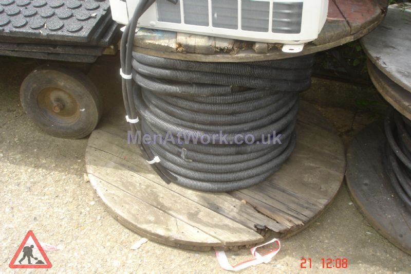 Cable Drums - medium cables and drums (4)