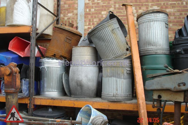 Metal Trash Can - trash can (2)