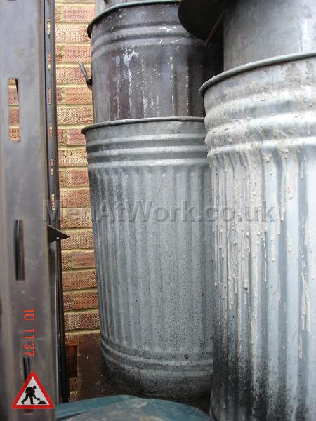 Metal Trash Can - trashcans (3)