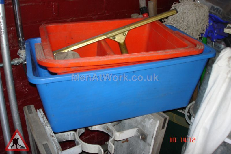 Window Cleaning Bucket - Two Colours