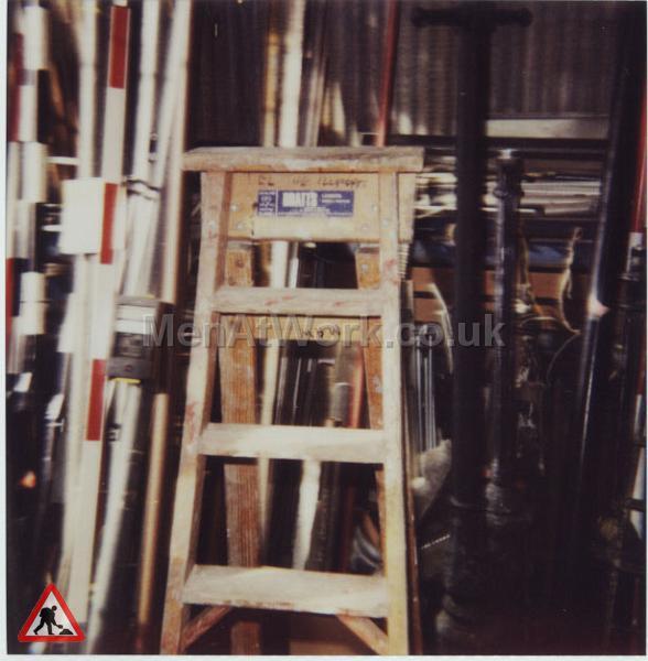 Wooden Steps - wooden step  7FT b