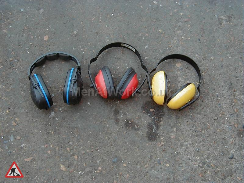 Protective clothing - Ear defenders