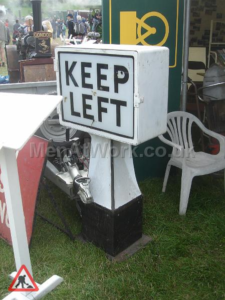 Road works- period traffic lights & signals - Keep left-old signal