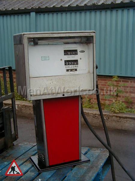 Petrol Pumps – Havery Ardoll - Red petrol pump 3