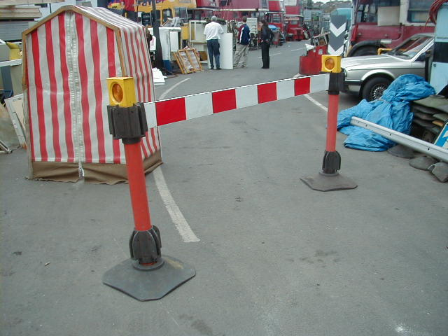 Road barrier/barricade - Reflective barrier