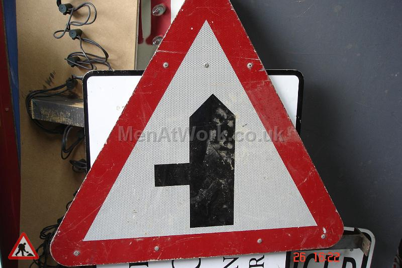 Road Signs – Triangle Warning Signs - Road Signs – Triangle Warning (19)
