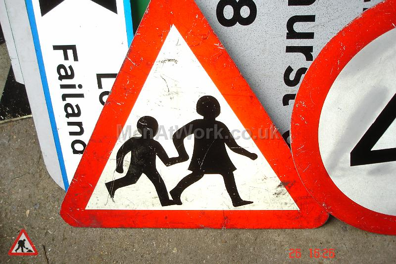 Road Signs – Triangle Warning Signs - Road Signs – Triangle Warning (21)