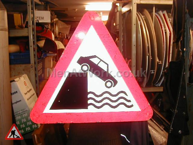 Road Signs – Triangle Warning Signs - Road Signs – Triangle Warning (31)