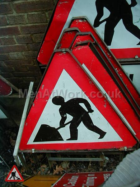 Road Signs – Triangle Warning Signs - Road Signs – Triangle Warning (34)