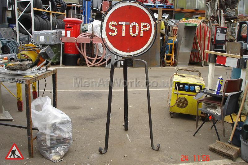 Road works- period traffic lights & signals - Stop-old signal