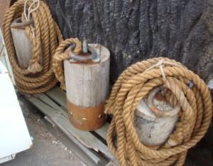 Wooden Post with Rope - Wooden Post With Rope